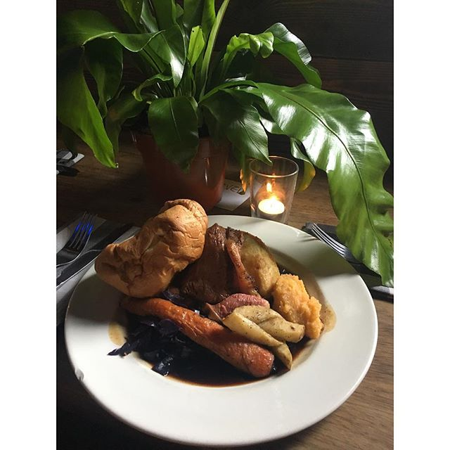 STILL FEELING THE AFTER EFFECTS OF ST PADDYS DAY? COME SEE THE HANGOVER THROUGH WITH ONE OF OUR WONDERFUL @bacchussundays ROASTS 🌿🌿🌿🌿🌿🌿🌿🍃🍃🍃🍃🍃🍃🍃🍃🍃🍃🍃🍃🌿🌿🌿🌿🌿🌿🌿🌿🍃🍃 SERVED TILL 9PM TONIGHT 🌱🌱🌱🌱🌱🌱🌱🌱🌱🌱🌱🌱🌱🌱🌱 #craftbeer #sundayroasts #foodporn #hoxton #howlatthemoon #bacchussunday