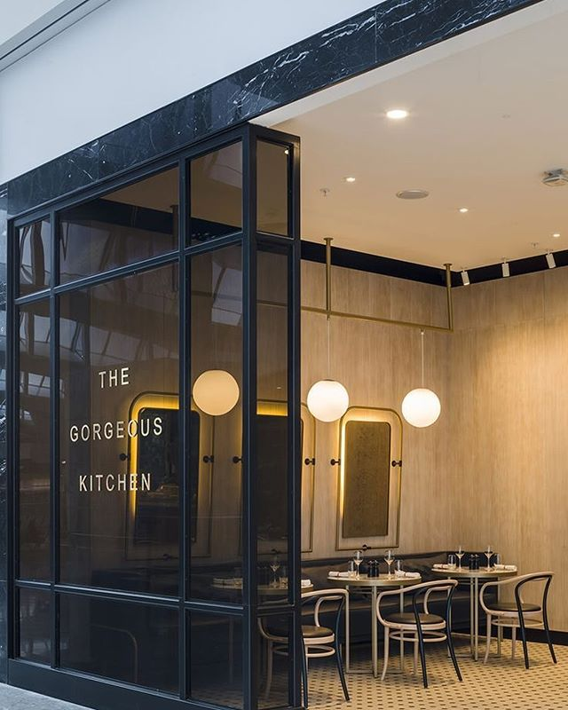 Amazing restaurant fitout! The gorgeous kitchen at Heathrow airport is simplistic and very aesthetically pleasing with their splash of blue and warm tones. ✨  Images from Pinterest