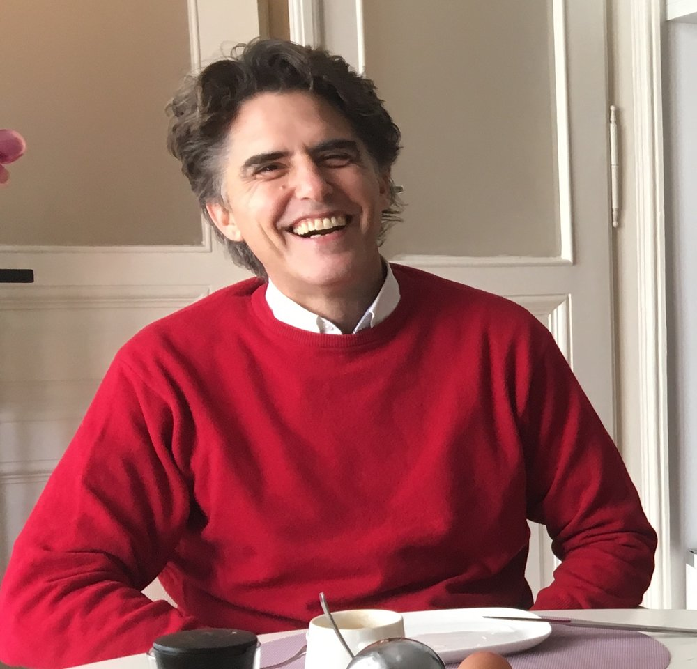 MARIO SIMITIS  Künstler und Kurator der Galerie Werkstatt NUU.   https://www.mariosimitis.com/