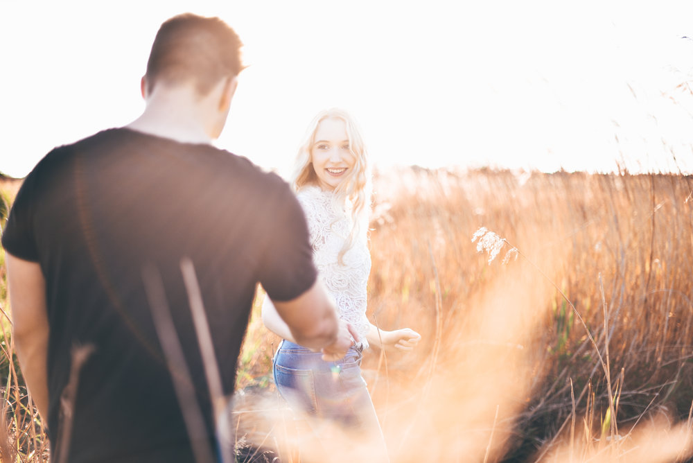 photography-fotografin-münster-shooting-pärchen-couple-natural-natürlich-goldenhour-shooting-blogger-instagram-inspiration