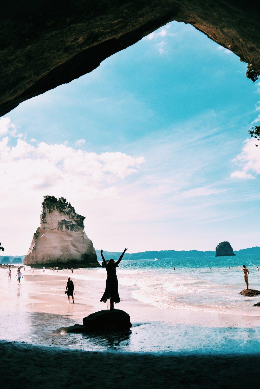 cathedralcove-newzealand-northisland-travelguide-gretacaptures-kiwiexperience