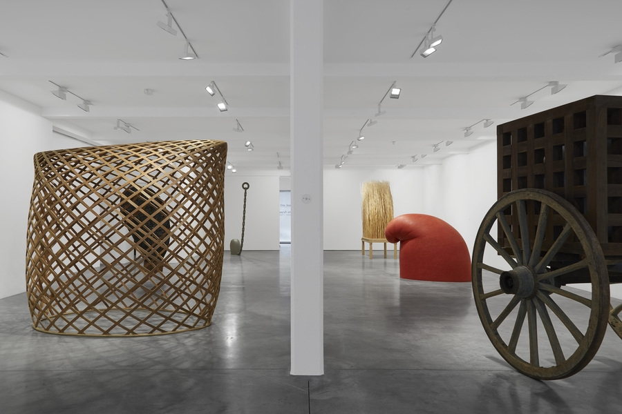 Installation view at the Parasol Unit, © Martin Puryear, Courtesy Matthew Marks Gallery.