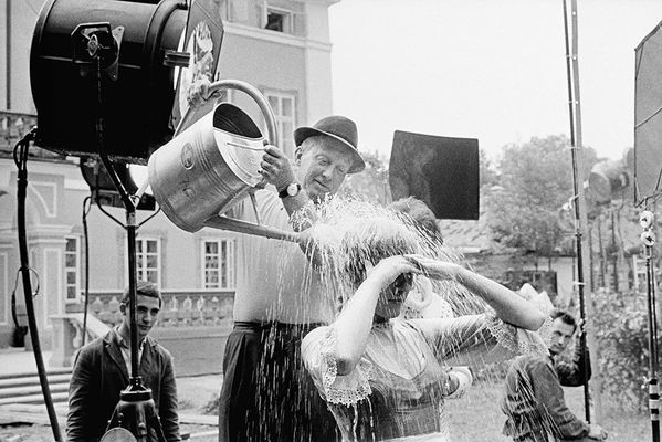 "Maria in the rain  in the ""The Sound of Music"" 1964 © Erich Lessing und Leica Galerie Salzburg ."