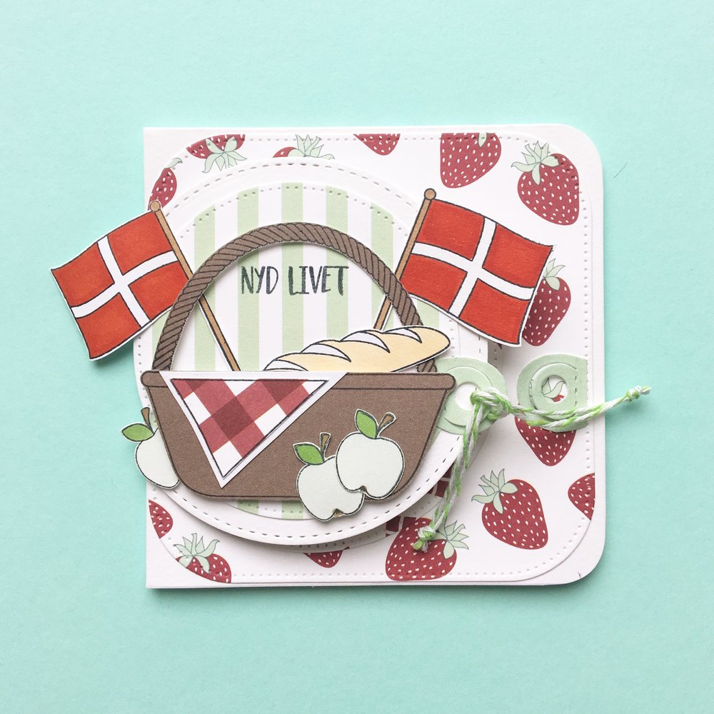 Kort 3 Picnic kort i flere lag ;) 10x10 cm Stempler:picnic,flag Dies:firkant med runde hjørner, halvcirkel Papir:'smagen af pistage','smagen af sommer'