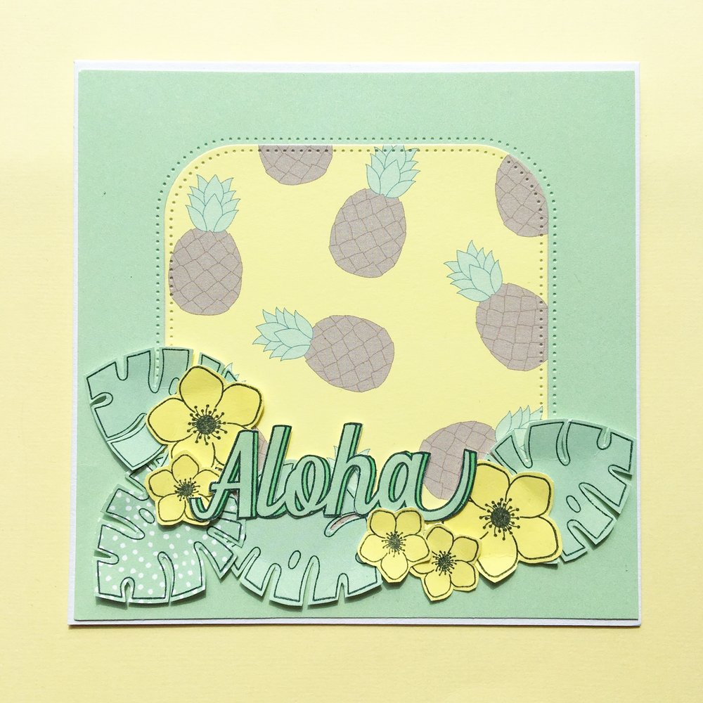 KORT 4 Et tropisk kort med ananas   Stempler:   aloha og blade,  blomster    Dies:   f irkant med runde hjørner ,   Papir:    'smagen af køllige drinks' ,  'pistage' ,  'banan'