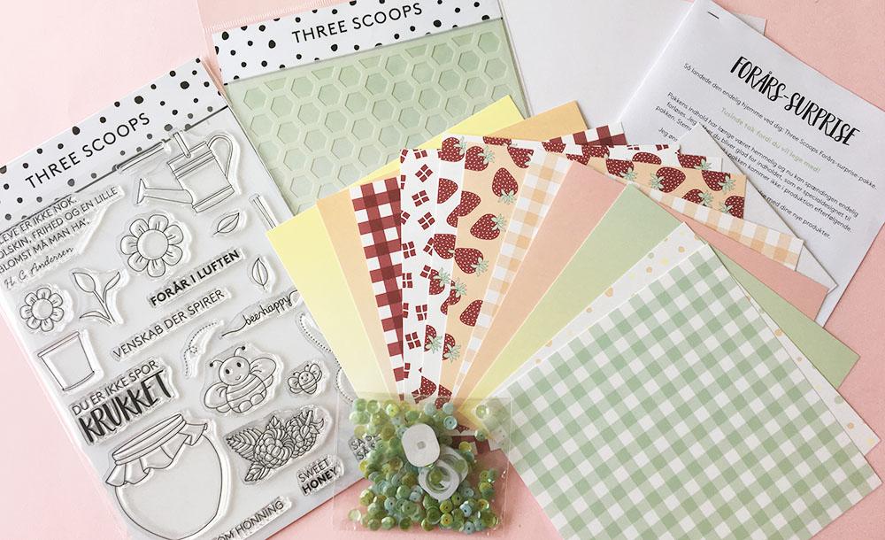 Pakkens indhold: Unik stempelpakke, stencil, mønsterpapir, palietter, wobbles, kortbase+kuvert