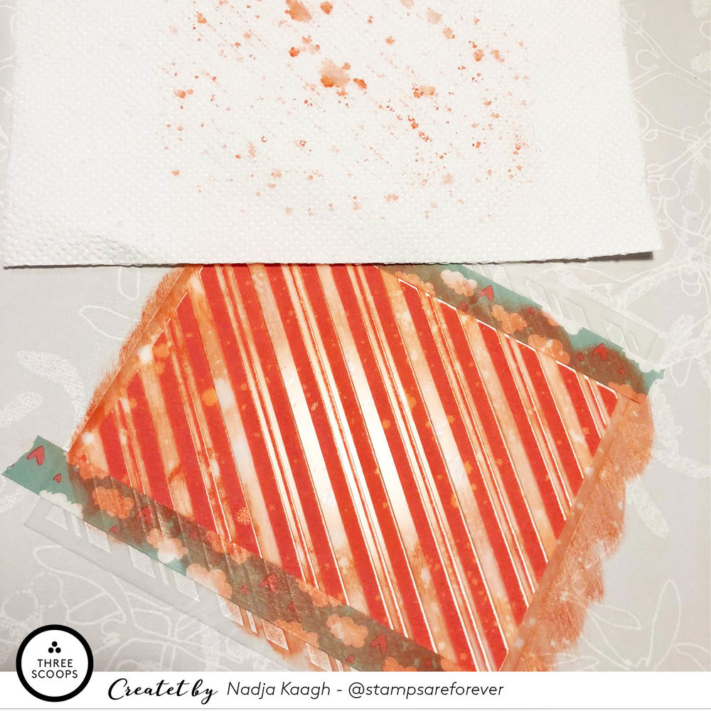 Step 4:  herefter tager jeg et stykke køkkenrulle for at løfte farven af igen og lave nogle fede lyse skjolder.