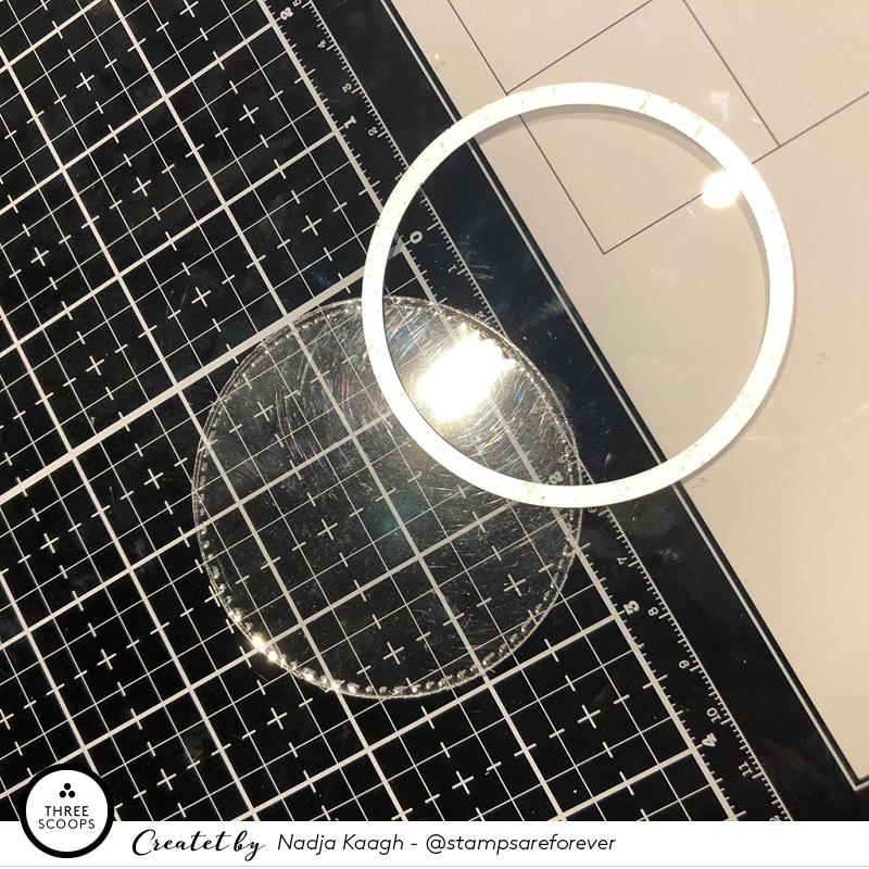 STEP 4:  jeg bruger samme die til at lave den klare plastic som skal være selve vindues glasset