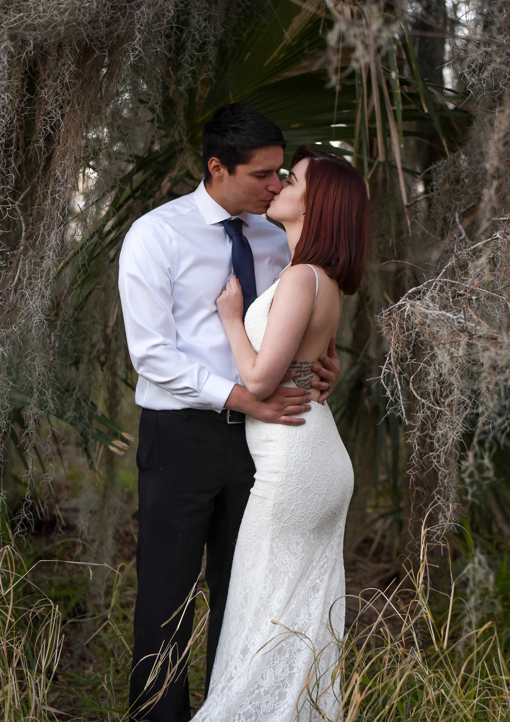 wedding photo bride and groom kiss