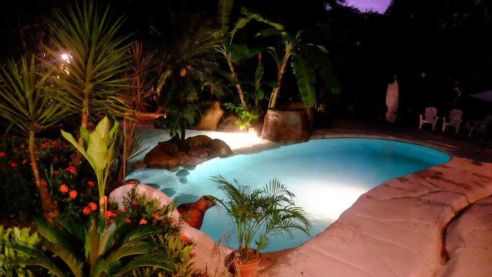 villa.pool.jpg