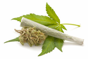 marijuana-leaf-joint-140423.jpg