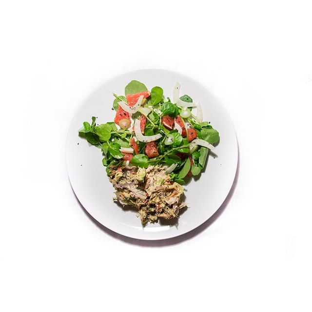 Eating healthy is not about depriving yourself or counting calories. It's about eating whole, unaltered, real food.  Cacao is a whole food btw 😜 . ✨Pink grapefruit, fennel and watercress salad with a mackerel and avo smash. High vibrational food for a high vibrational you