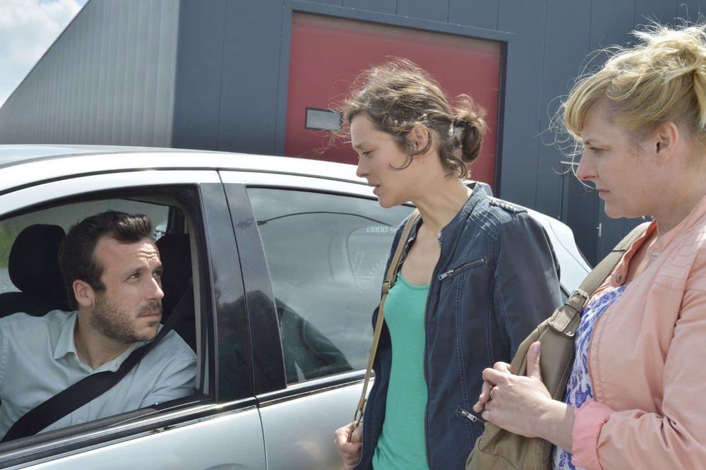 Baptiste Sornin, Marion Cotillard, and Catherine Salée in  Deux jours, une nuit  © 2014 IFC Films