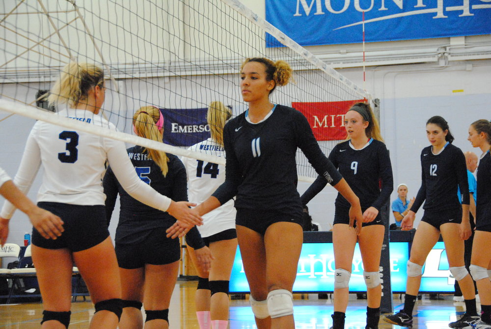 Photo by Ayla Safran '18 Mount Holyoke Volleyball moved to a 5–15 overall record and 0–9 record in NEWMAC following Tuesday.