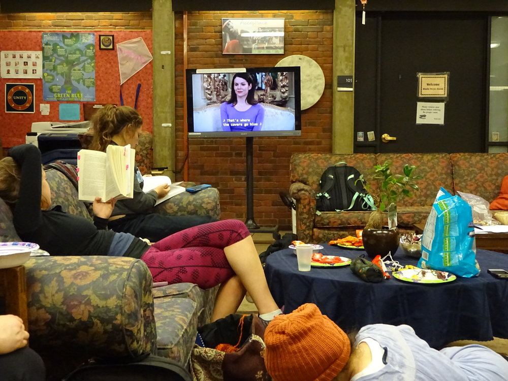 Photo by Shiloh Frederick '17 Students gather in the Eliot House for an election-free night on campus.