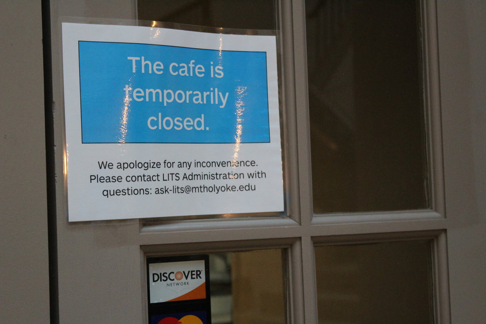 Photo by Izzy Burgess '19  Rao's Coffee Shop, located in the Williston Library Atrium, closed indefinitely following an incident on Sept. 5.