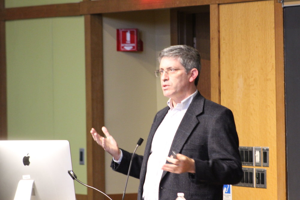 Photo by Anna Braman '21   Carl Zimmer, a New York Times science journalist and writing professor at Yale, spoke on campus on Tuesday