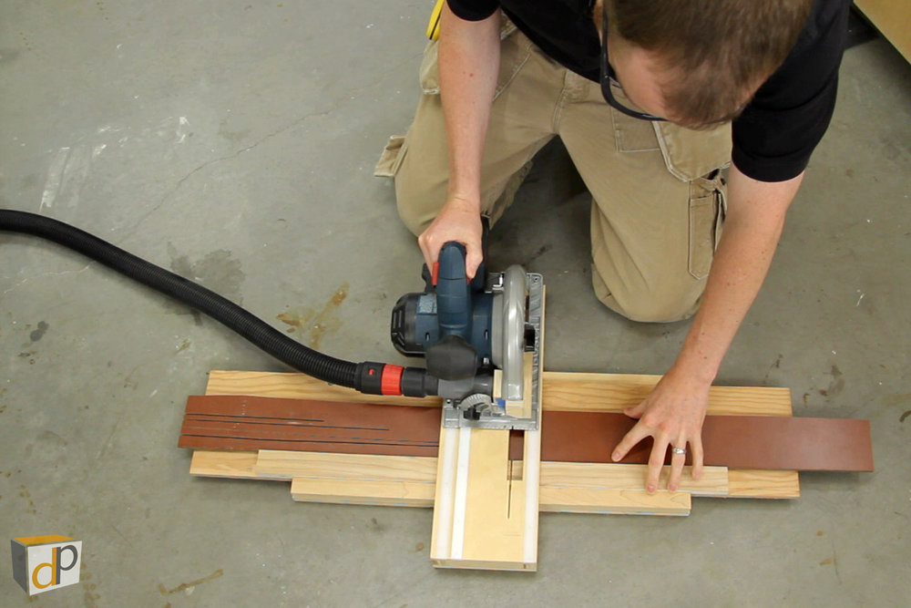 Cross-cutting laminate flooring with the circular saw cross-cut jig