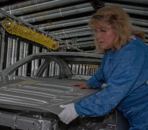 通用汽车   通用想要优化汽车车身装配工装夹具的位置以提高车身装配件的质量。绿洲软件在2x10的172次方的可能性里,只用了1万个采样点,就成功地将质量提高65%。