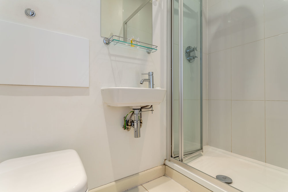 "Bathroom<a href=""/area-of-your-site"">↑</a><strong>Hairdryer, Iron/Ironing board, Linen and Towels Provided, Shower - separate, Laundry Facilities.</strong>"
