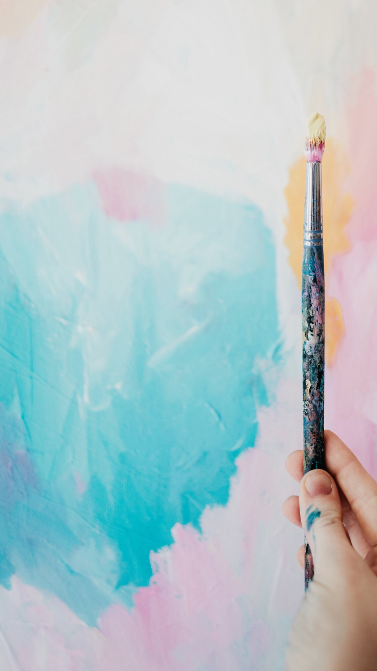 Taylor Lee Paints :: Artist holding paintbrush