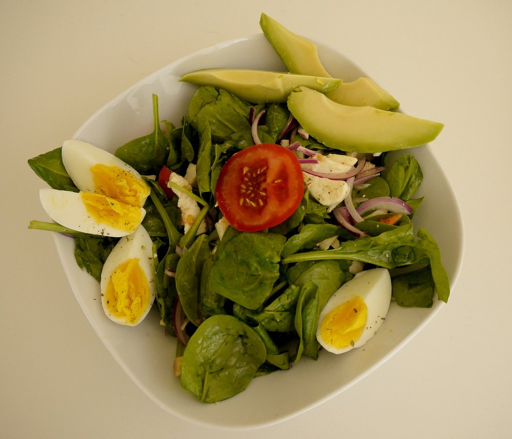 Salad with eggs & avocado
