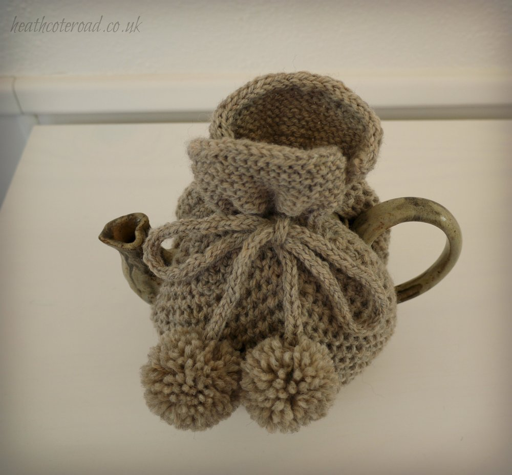 Top view of the cozy. This colour of Patons pure wool is a good match for the Stonware teapot that I made a couple of years ago. The heart-shaped spout looks pretty but was not the best design, in functional terms!