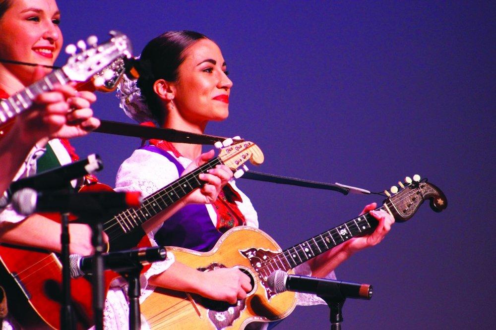 Guitar-lady-CMYK-1024x682.jpg