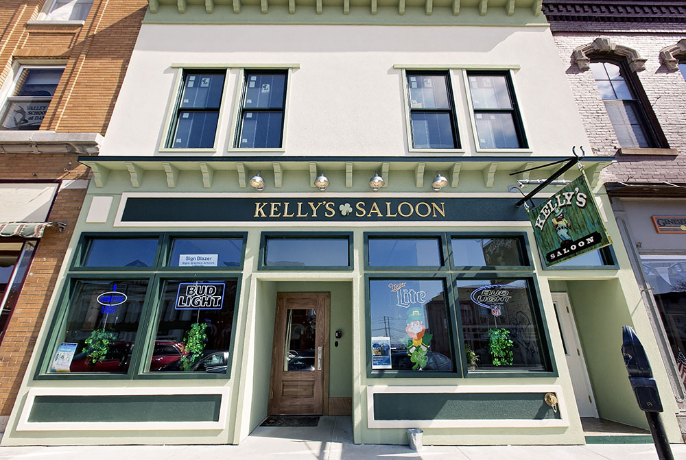 "Kelly's Saloon reopened on March 17 after being closed since July 2015. Owner Sarah Dieter (left) commented that the saloon's business has been flourishing after the bar opened its doors. Kelly's Saloon is currently hosting its ""T.C. Challenge,"" in which students who are of legal age are challenged to drink a Tom Collins each day from the Monday after spring break until graduation. (Annalee Bainnson/Assoc. Photo Editor)"
