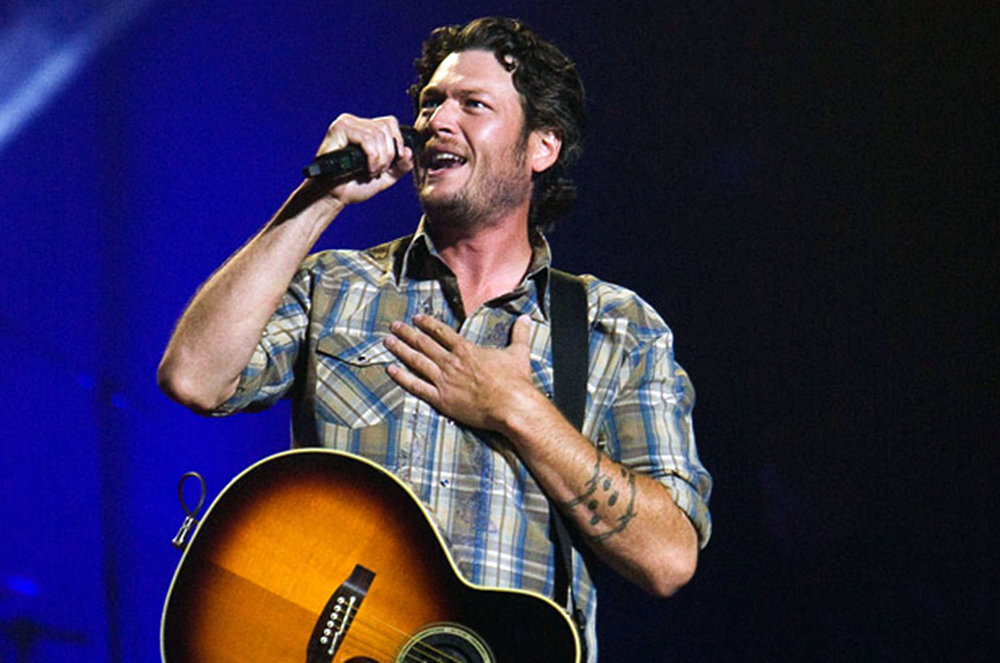Blake Shelton performs on Jan. 5. The singer-songwriter and TV show host has publicly expressed his offensive opinions, most notably regarding gay rights, on social media. Shelton receiving awards, despite his damaging behavior, is unacceptable. (Courtesy of Creative Commons)
