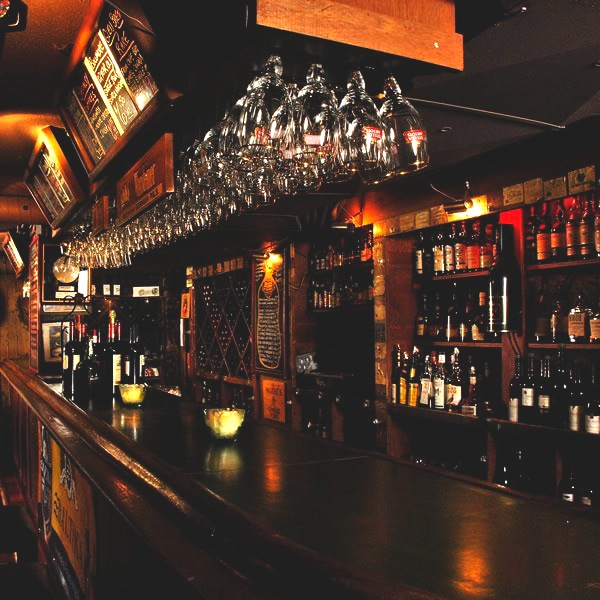 VINEYARDS   54 York Street   vineyards.ca