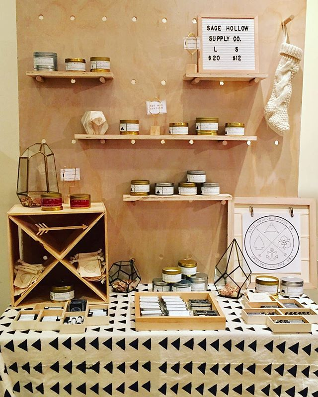so lucky to be apart of the @saltandhoneymarket this season 😍#localgoods #holidaymarket #soycandles #solidperfume #solidcologne