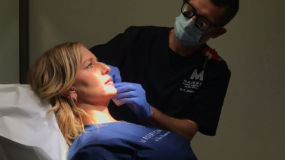 Dr. Majewski performs a lip filler demo at the clinic's annual Open House event, 2018.