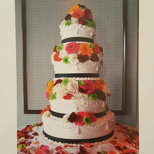#weddings #cakes #rochester #bakery #weddingcake #weddingflowers #buttercream