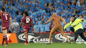 Streaker Wati Holmrood Making a dash across the feild!