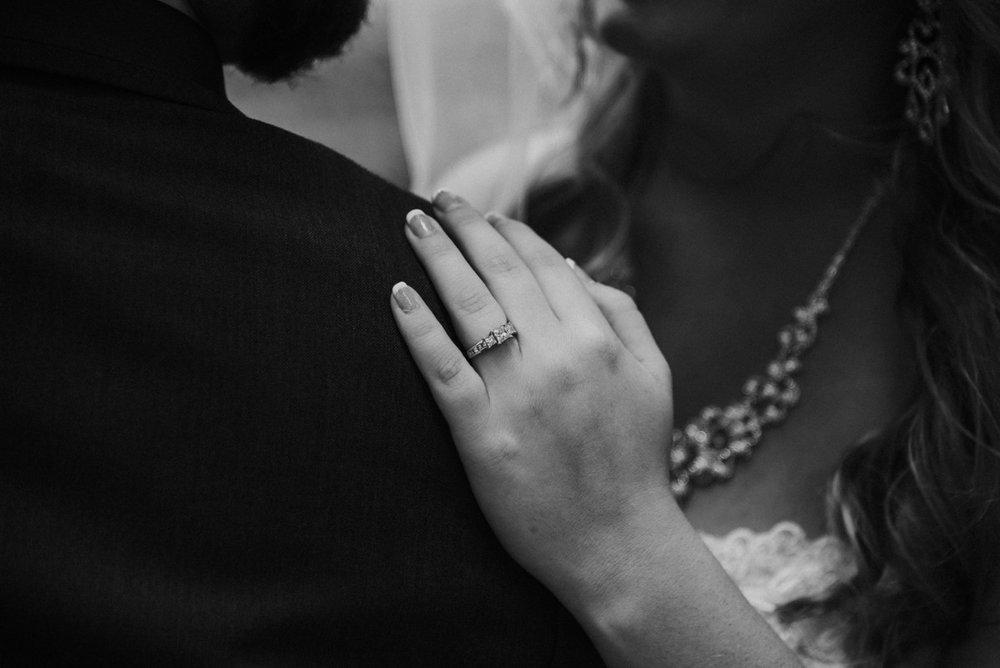 amber-and-brandon-wilmington-ohio-wedding_0015.jpg