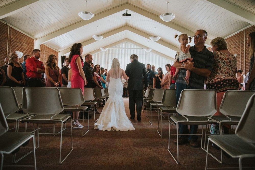 amber-and-brandon-wilmington-ohio-wedding_0017.jpg