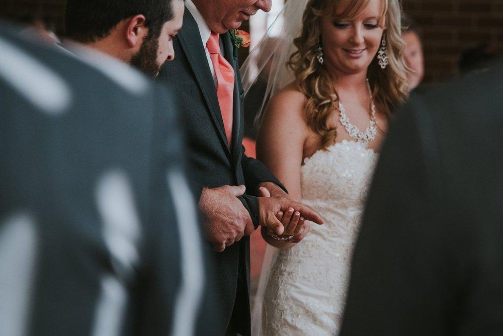 amber-and-brandon-wilmington-ohio-wedding_0018.jpg