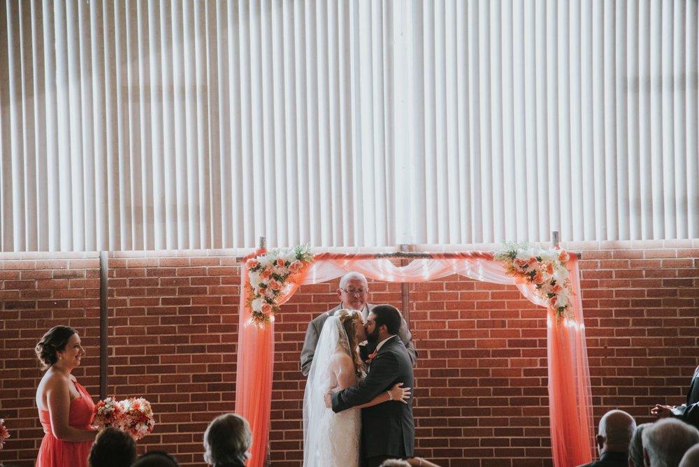 amber-and-brandon-wilmington-ohio-wedding_0020.jpg