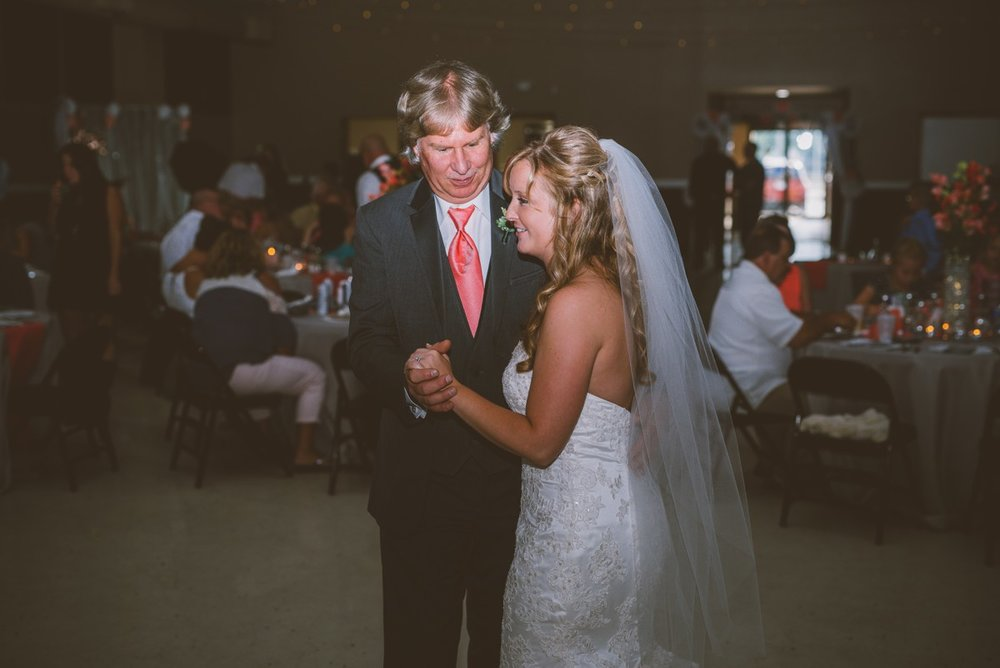 amber-and-brandon-wilmington-ohio-wedding_0029.jpg