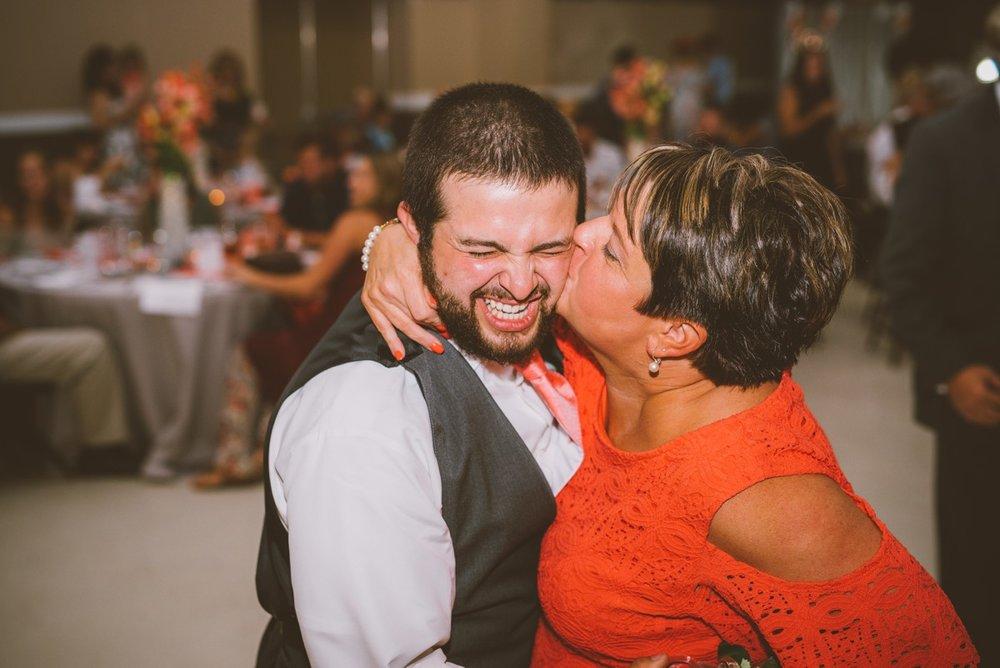 amber-and-brandon-wilmington-ohio-wedding_0030.jpg