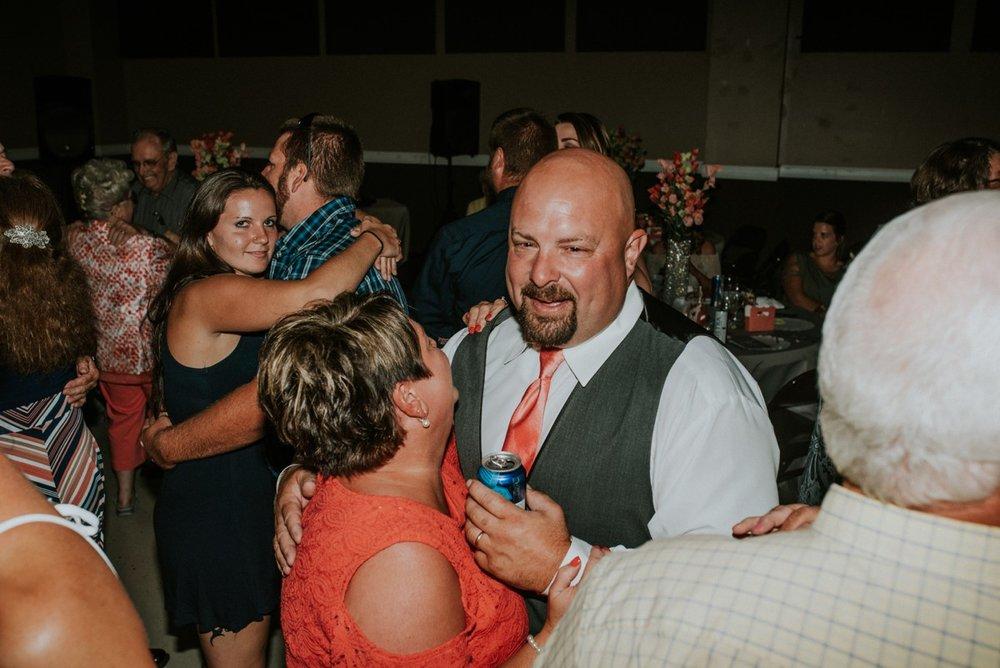 amber-and-brandon-wilmington-ohio-wedding_0068.jpg