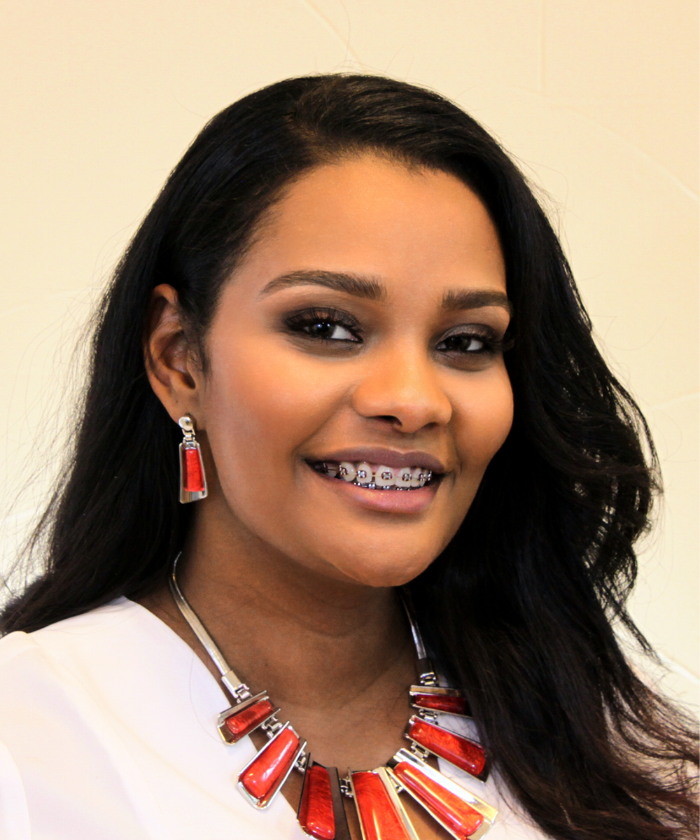 Meet Roua, Registered Dental Assistant at Dr. Kimberly Harper DDS