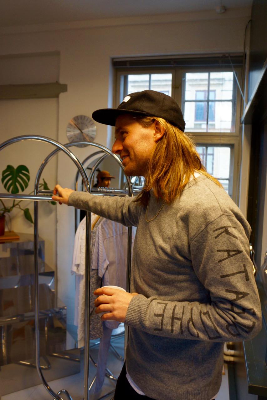 Act local, Think global/Jacob Kampp Berliner   コペンハーゲンで注目を集めている1階がカフェで2階が一組だけ宿泊できるホテルの「CENTRAL HOTEL & CAFÉ 」をはじめ、「GRANOLA」アパレルブランド「SOULLAND」、レコードレーベル「FAKE DIAMOND RECORDS」やスウェーデンのストックホルムのアートギャラリー「GALLERY STEINSLAND BERLINER」などを仕掛けているJACOB KAMPP BERLINER。 read more
