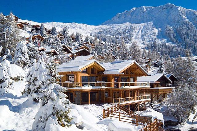 James Bond aprés party at a private chalet in the Swiss Alps with your family and friends, why not? You dream it, we will achieve it.  From design to departure, your desires achieved. 💎 • For inquires 📧 connect@diamante.life • #travelwithdiamante