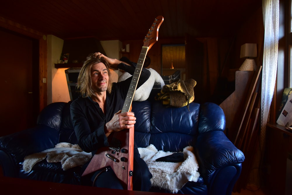 Christians första gitarr – en strippad Washburn, och ett arv efter pappan.