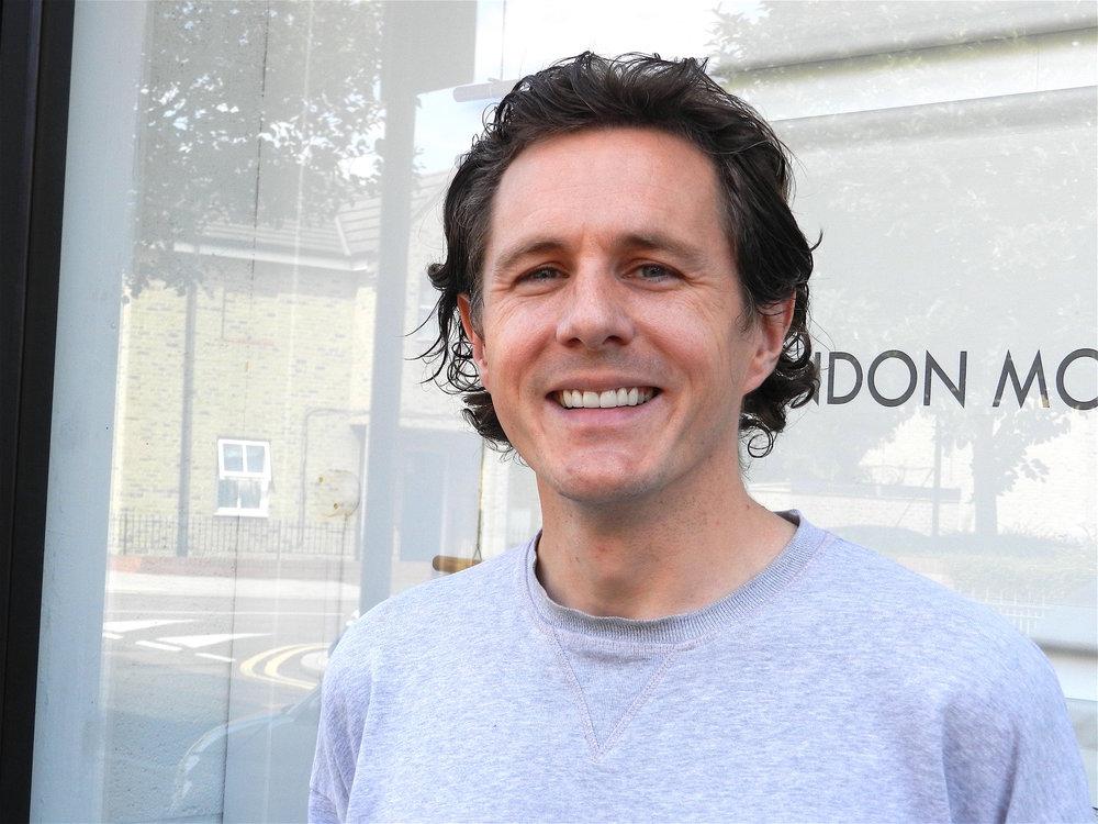 Phil Ventre utanför den lilla butiken London Mudular i Hackney Wick i östra London. Man slog upp dörrarna 2013 och har blivit en mötesplats för modulentusiaster.