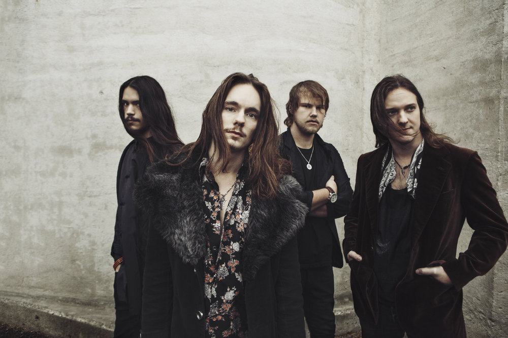 Killarna i rockbandet Greybeards. Olle frontar, andra från vänster. Foto av Deanna Polic.