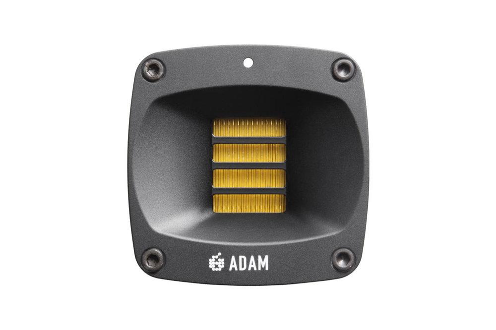 Banddiskanten S-ART är en vidareutveckling av tidigare modeller och har en waveguide runt sig för att jämnare sprida diskanten.