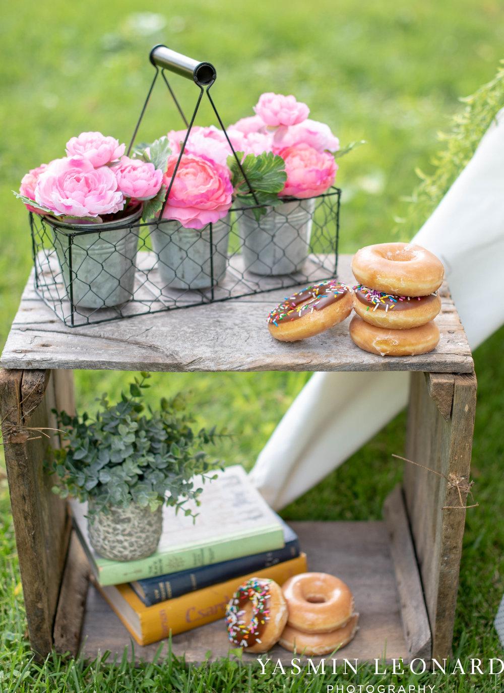 Twins First Birthay - Donut Birthday Session - Doughnuts Birthday Session - Cake Smash Ideas - TeePee Birthday Ideas - Yasmin Leonard Photography-3.jpg